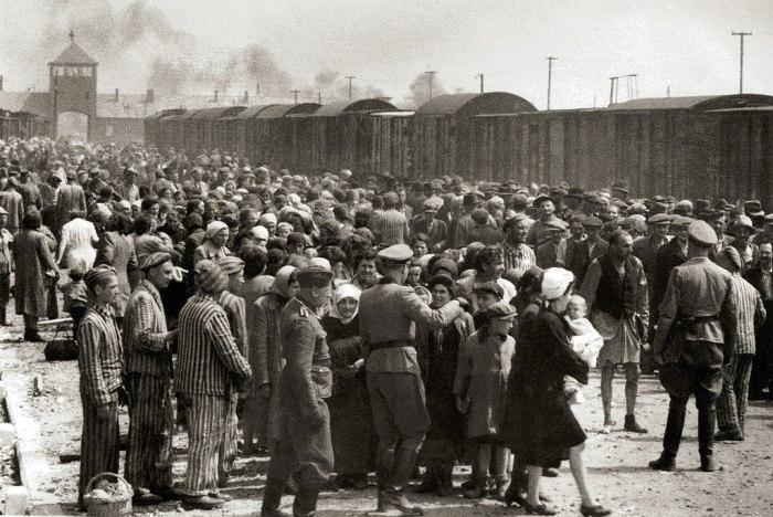 1024px-Selection_on_the_ramp_at_Auschwitz-Birkenau,_1944_(Auschwitz_Album)_1a